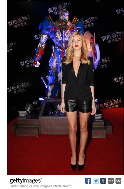 Nicola-Peltz-Transformers-Press-call-Beijing-Saint-Laurent